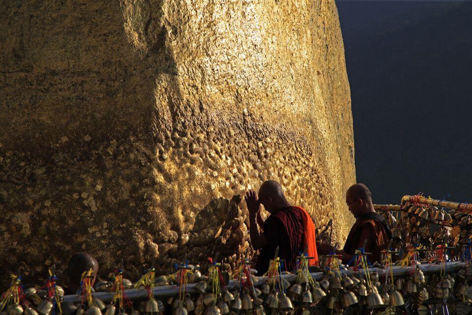 Mönche am Goldenen Felsen
