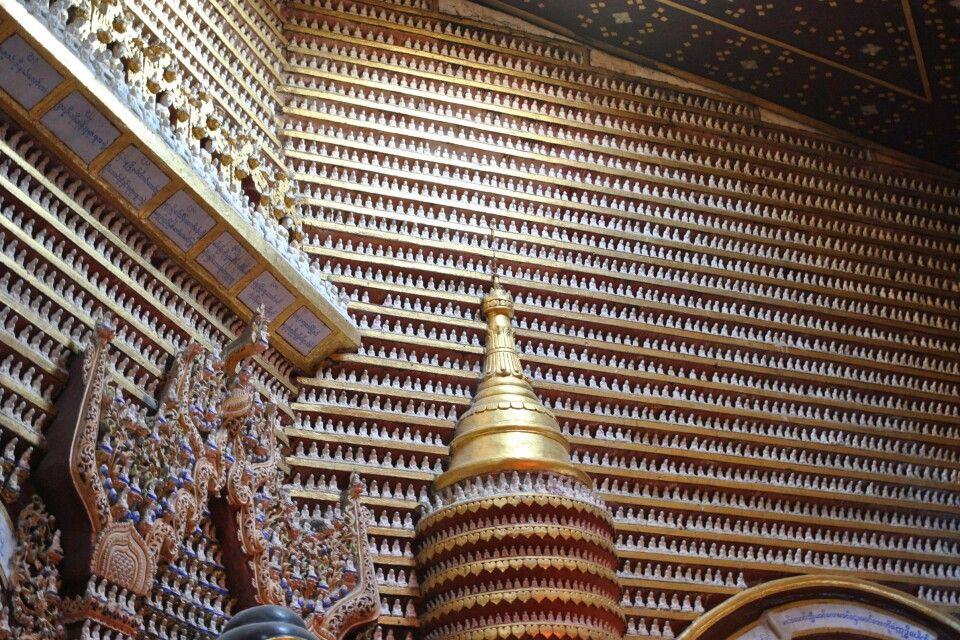 Über und über mit Buddha-Figuren bedeckte Wände