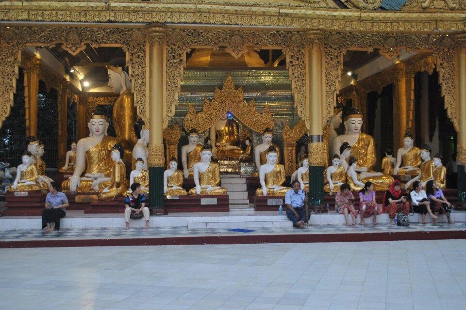 In der Shwedagon in Yangon