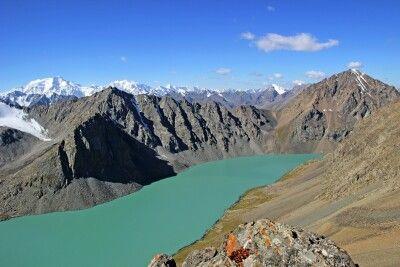 Atermberaubendes Panorama vom Alakul Pass (ca. 3900 m)