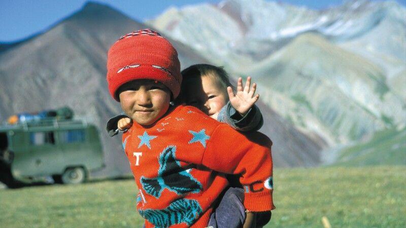 Kinder im Pik Lenin Basislager © Diamir
