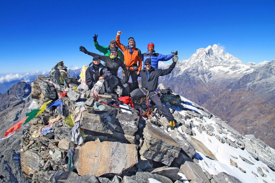 Gipfelfreude am Yalung Ri (5630 m)