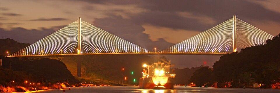 Centenario-Brücke bei Nacht