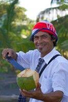 Tico mit Kokosnuss